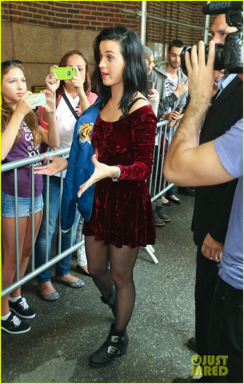 katy perry roars in new york city for z100 visit 192928541