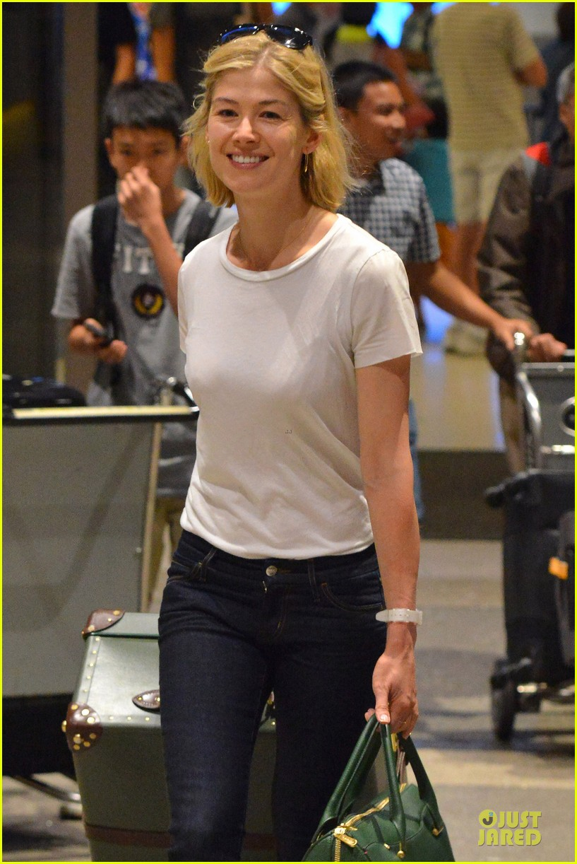 rosamund pike lax arrival after gone girl casting news 022924472