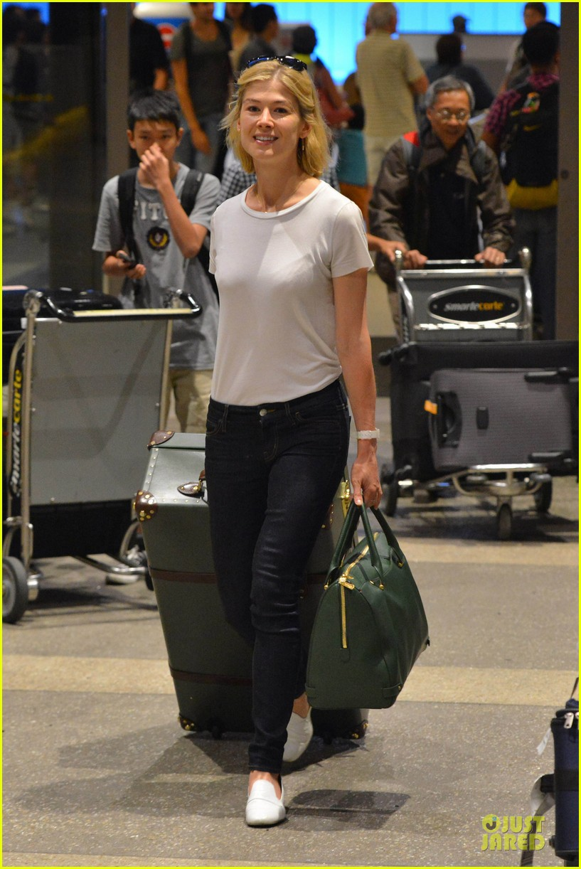 rosamund pike lax arrival after gone girl casting news 05