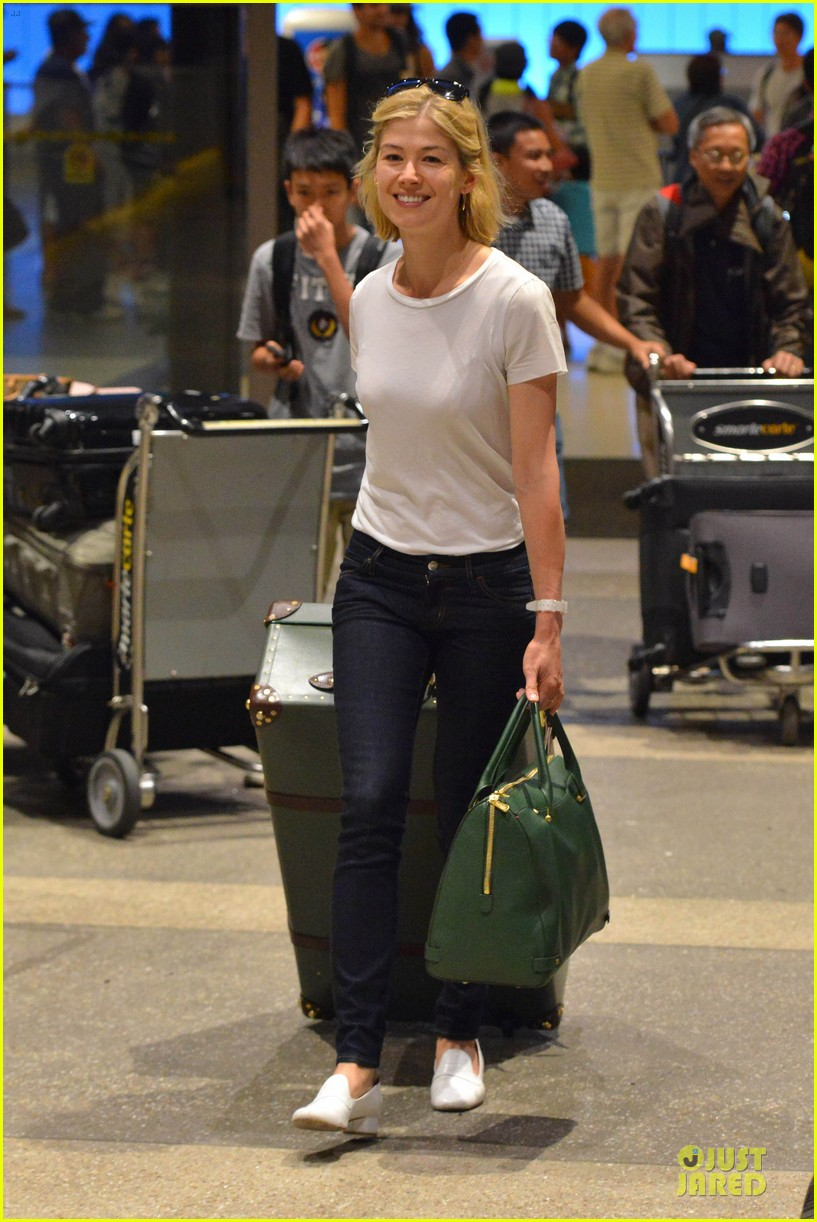 rosamund pike lax arrival after gone girl casting news 072924477