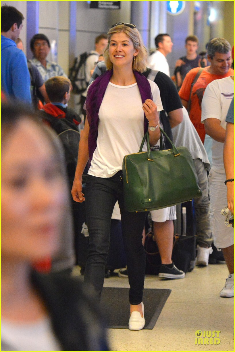 rosamund pike lax arrival after gone girl casting news 092924479