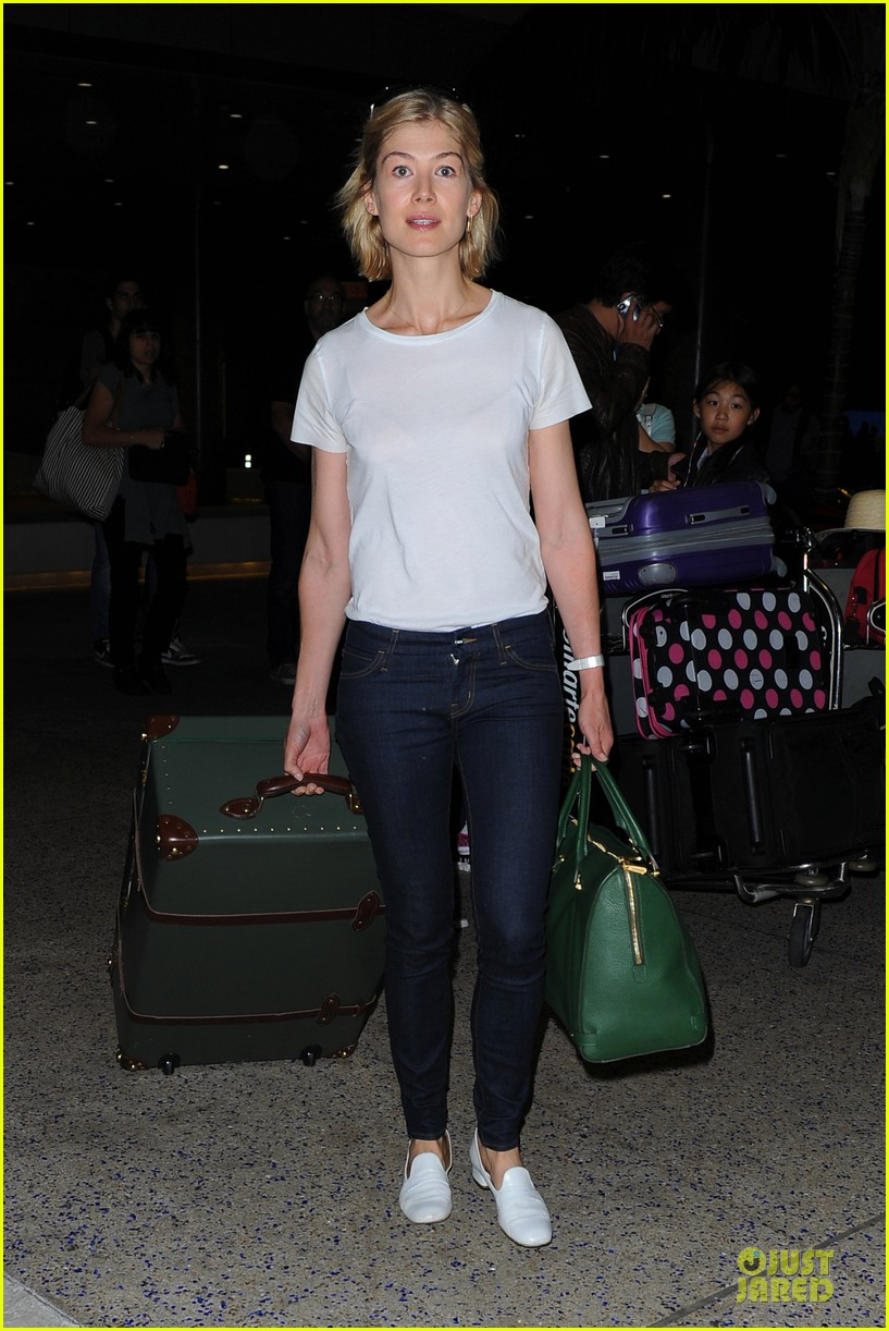 rosamund pike lax arrival after gone girl casting news 102924480