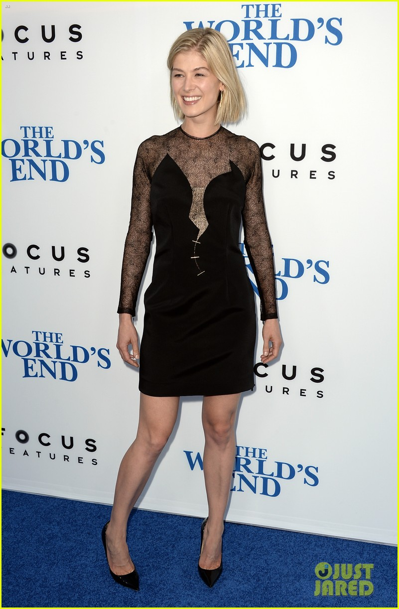 rosamund pike simon pegg worlds end premiere 012935160