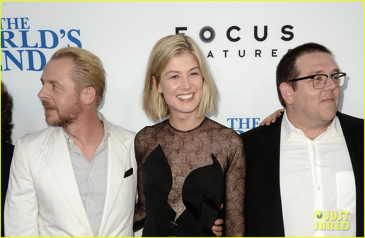 rosamund pike simon pegg worlds end premiere 152935174