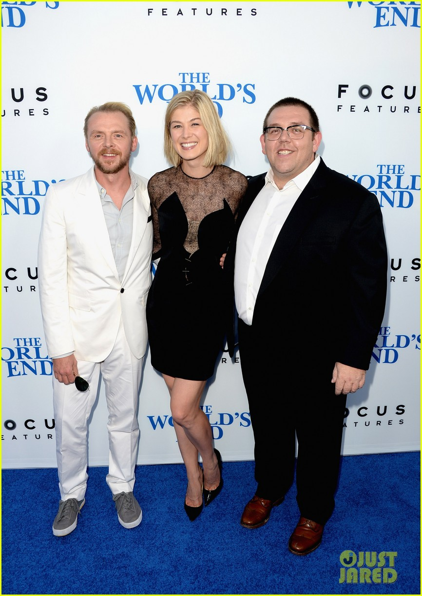 rosamund pike simon pegg worlds end premiere 182935177