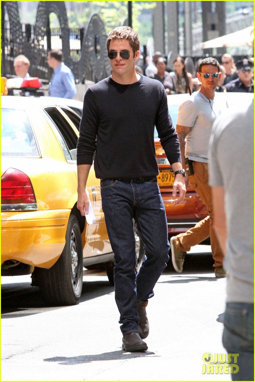 chris pine films jack reacher reshoots in new york city 022931428