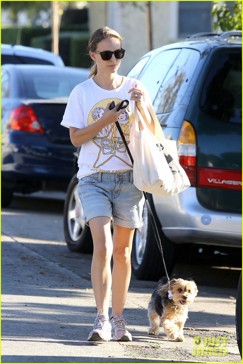 natalie portman wears big star band tee to walk whiz 092932404