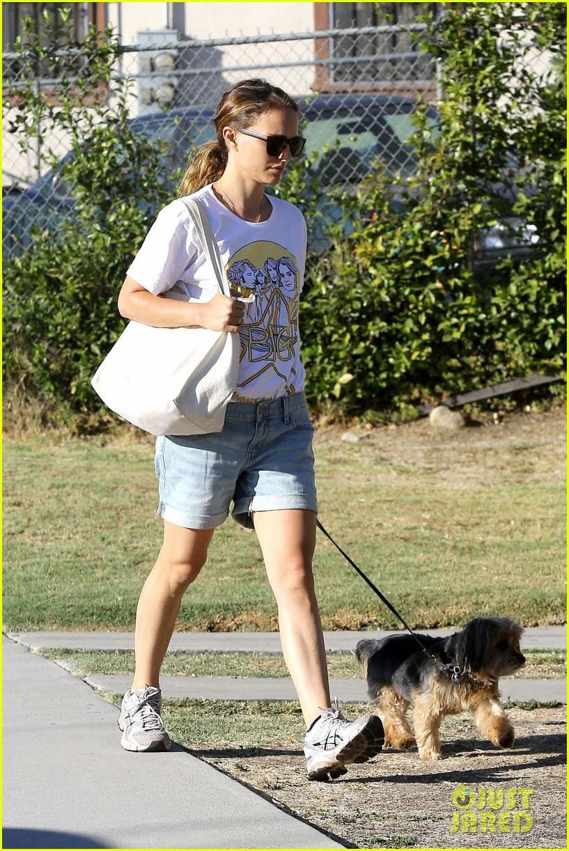 natalie portman wears big star band tee to walk whiz 102932405