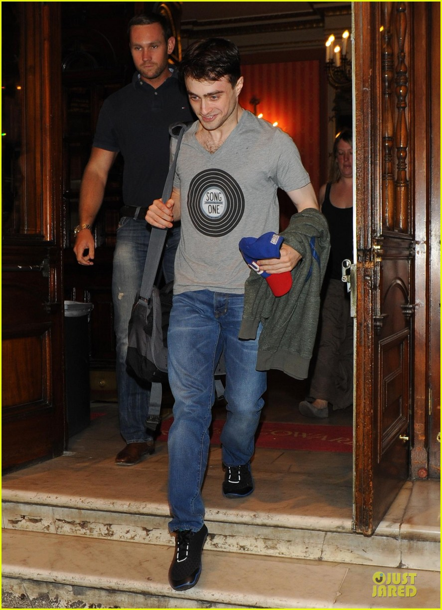 daniel radcliffe supports song one at cripple of inishmaan show 032933811