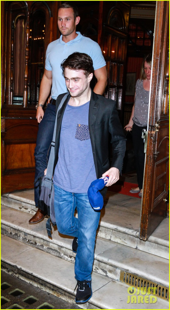 daniel radcliffe im out of my comfort zone on stage 062936203