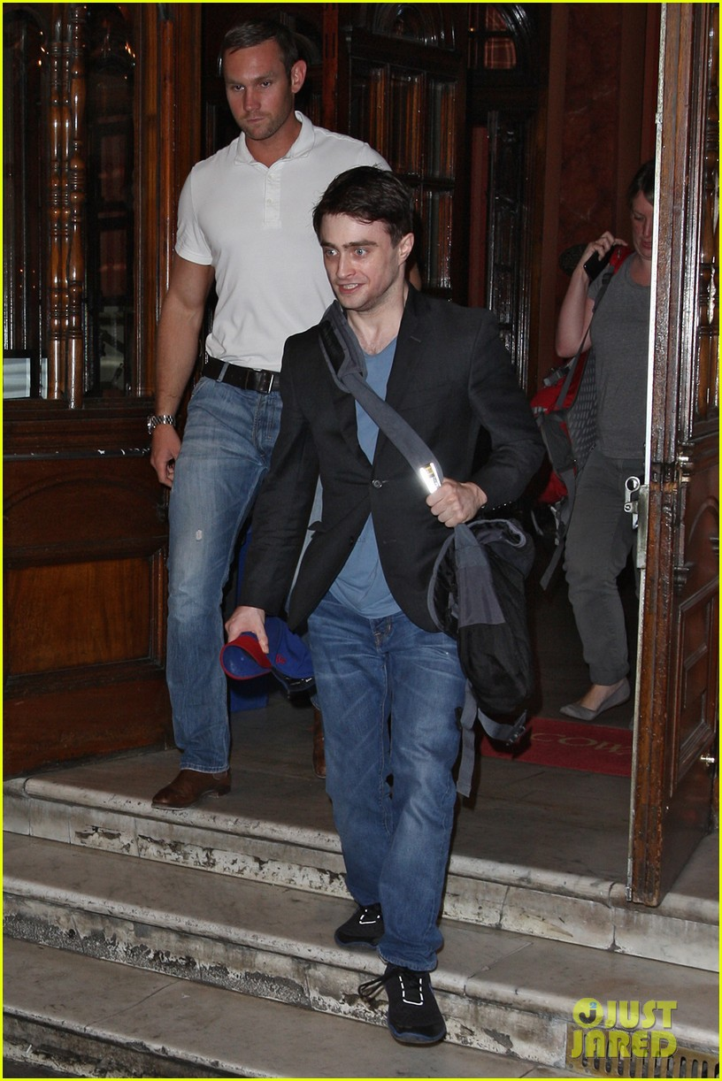 daniel radcliffe im out of my comfort zone on stage 102936207