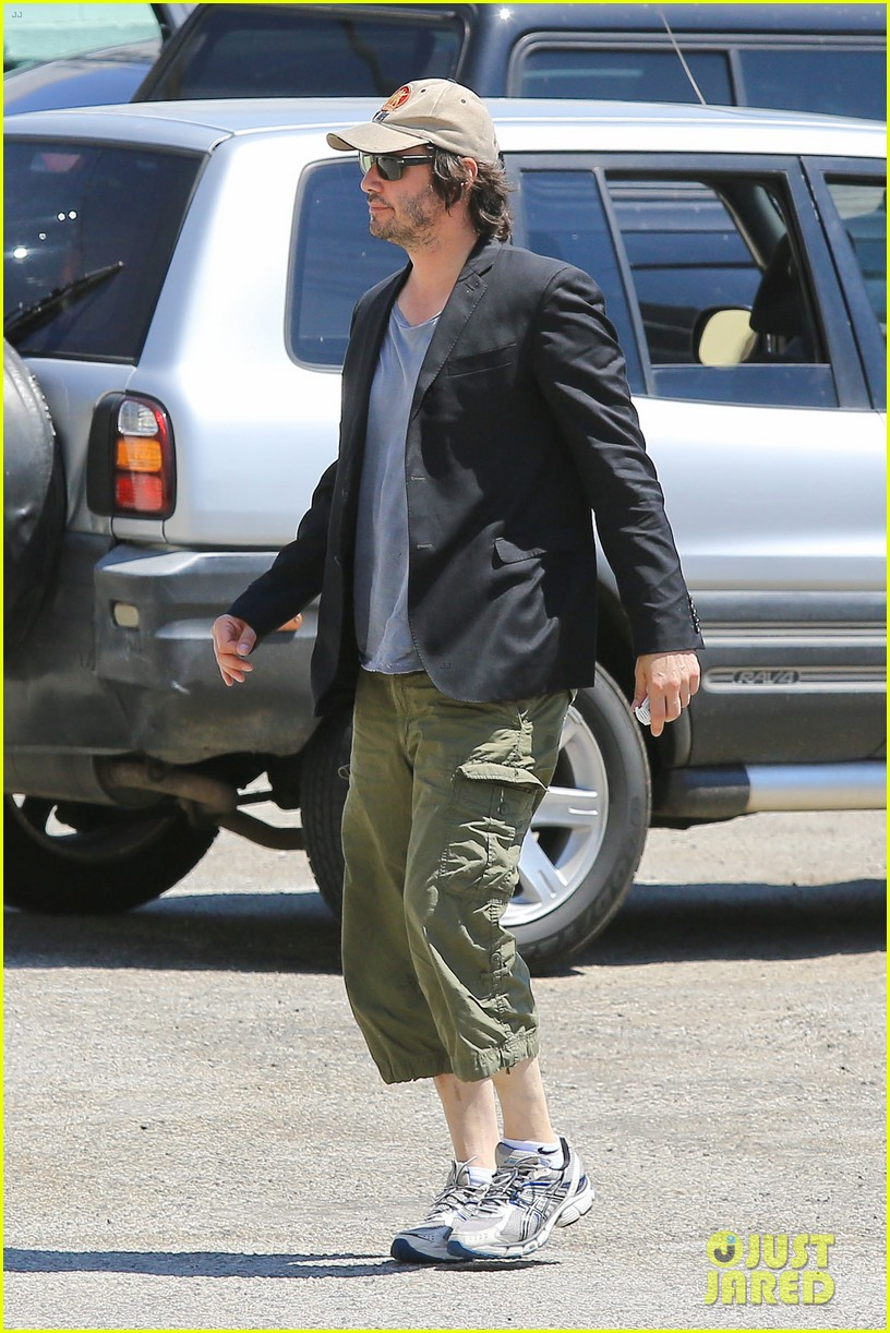 keanu reeves wears interesting outfit at the gym 012935745