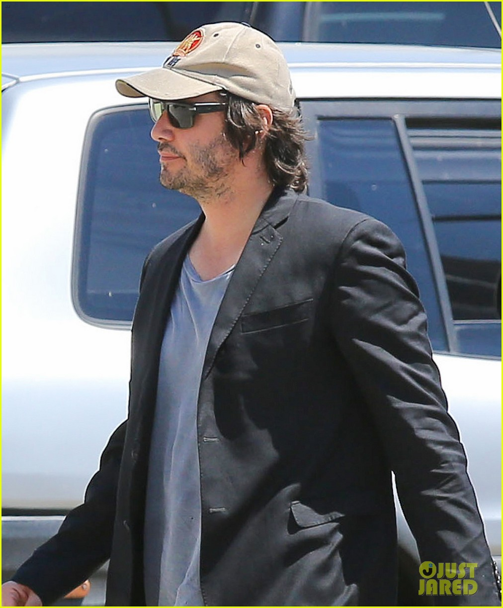keanu reeves wears interesting outfit at the gym 022935746