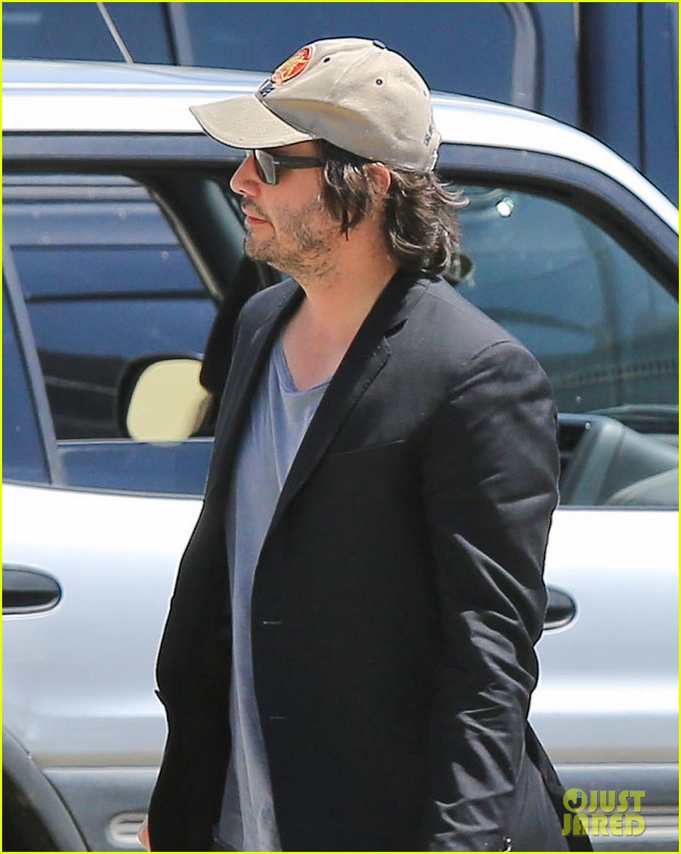 keanu reeves wears interesting outfit at the gym 042935748