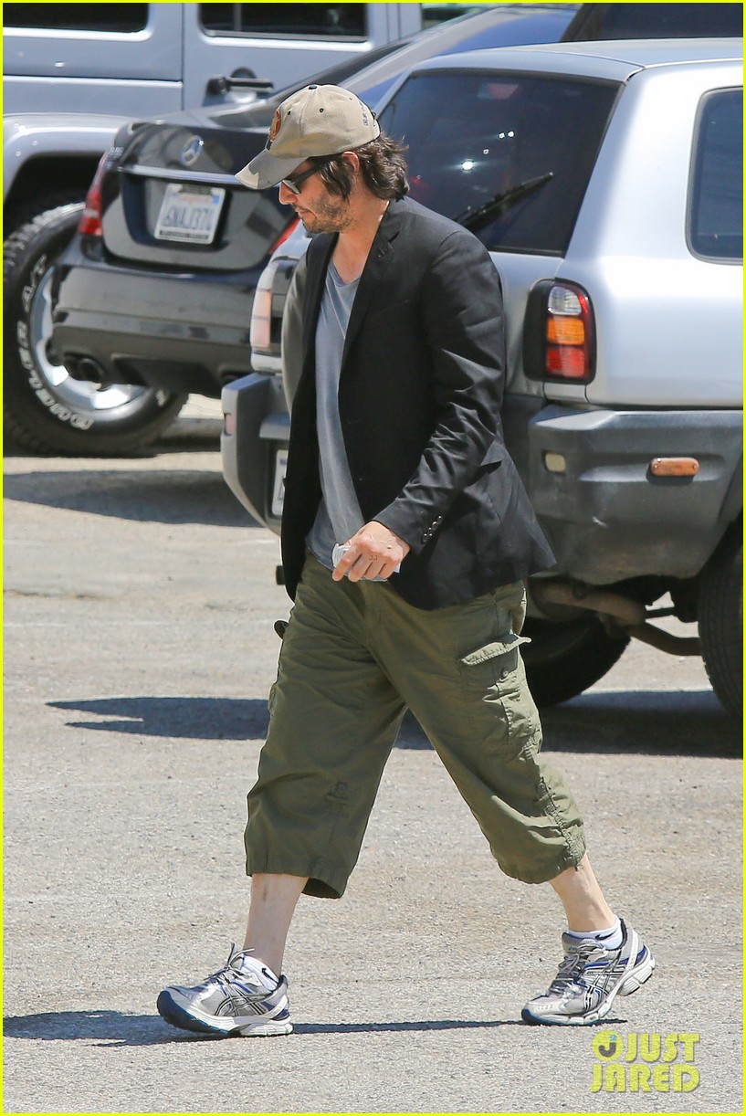 keanu reeves wears interesting outfit at the gym 052935749