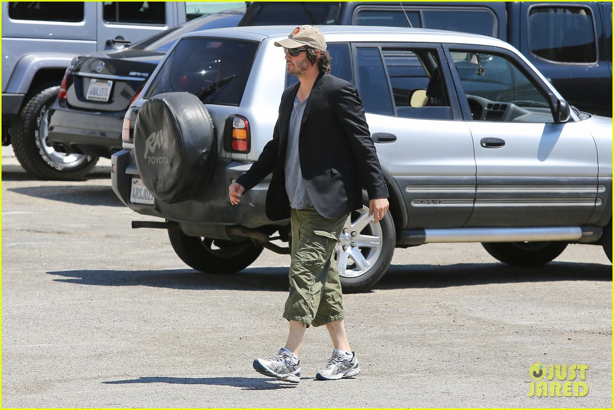 keanu reeves wears interesting outfit at the gym 072935751