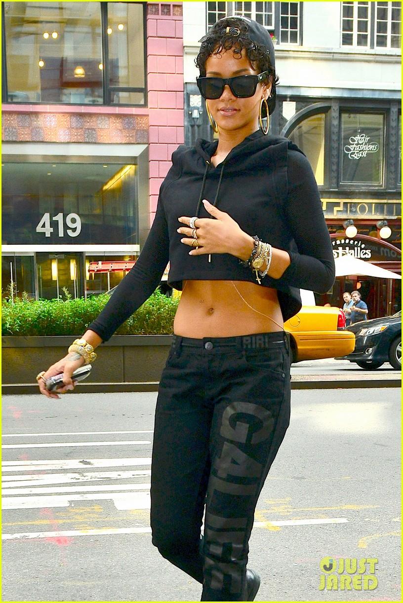rihanna hails a cab in new york city 092929608
