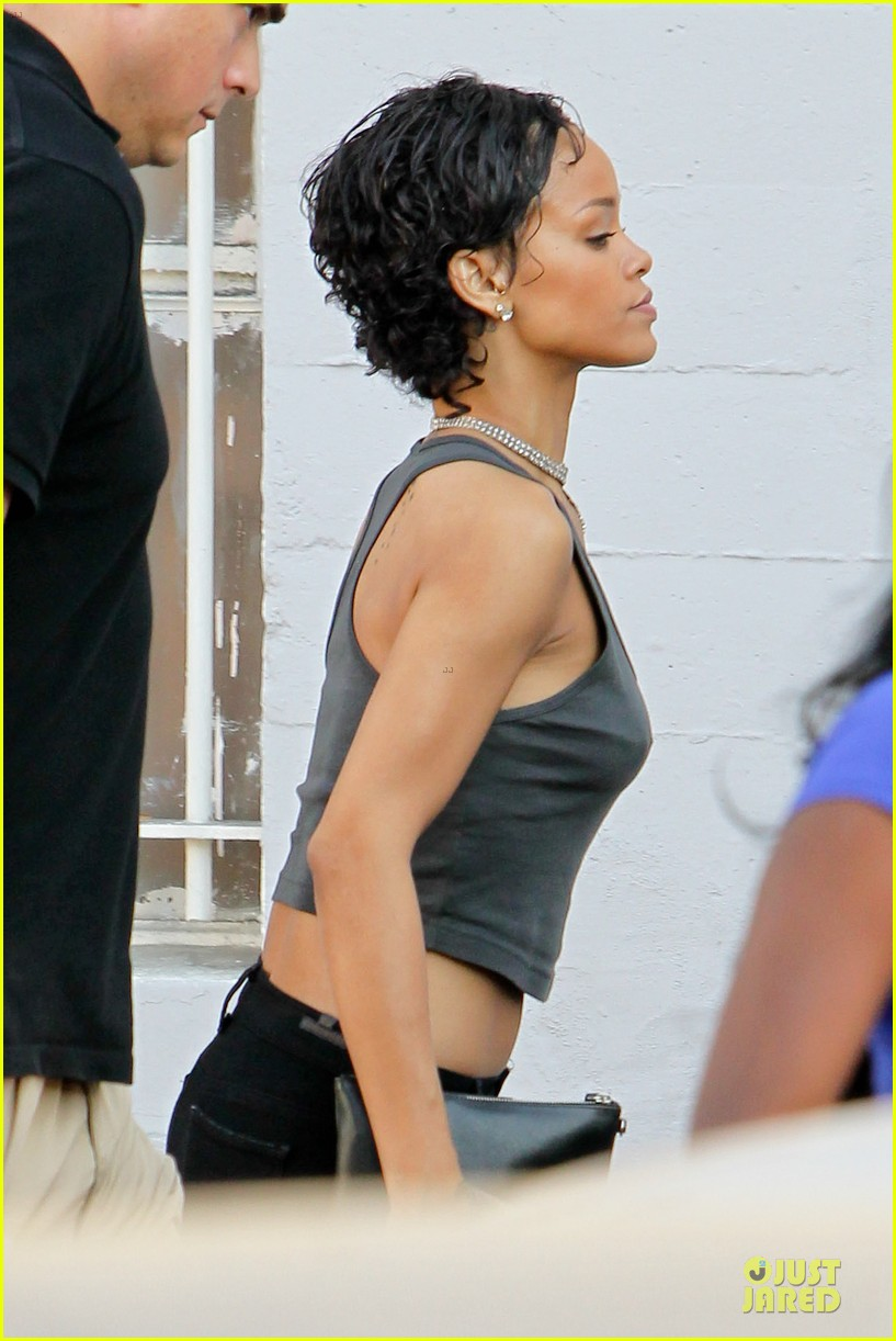rihanna debuts short hair after topshop court case win 082921965
