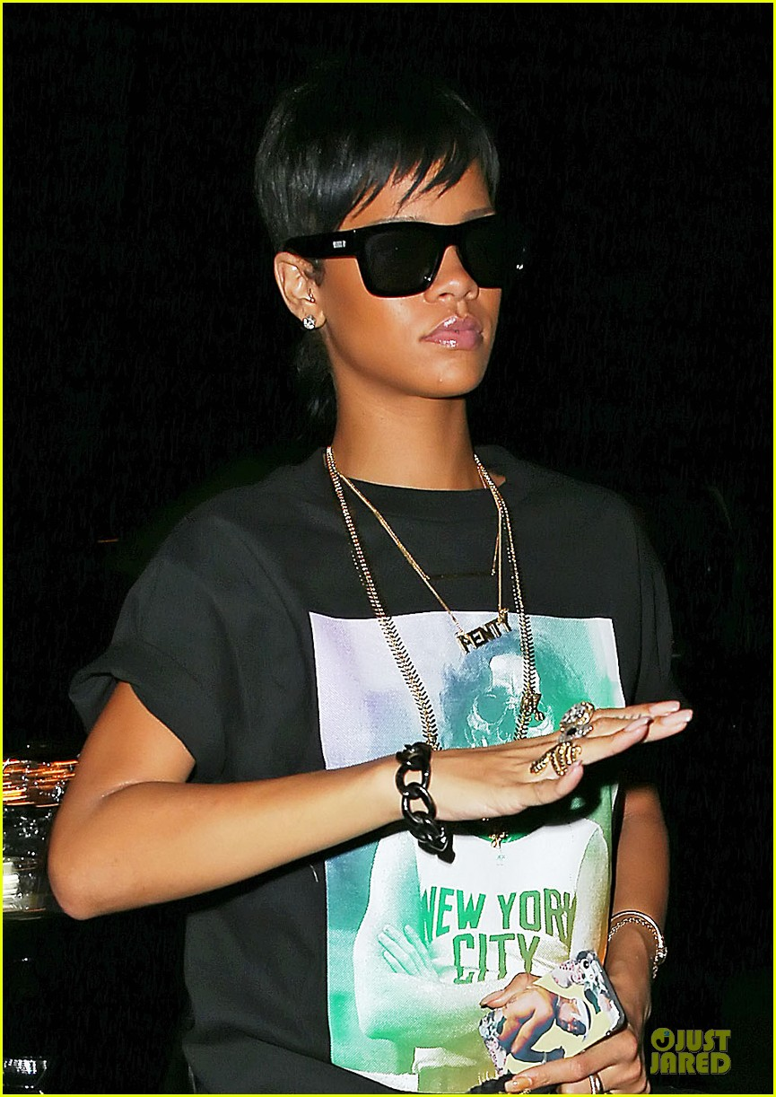 rihanna new york city skeleton t shirt for dinner 022936425