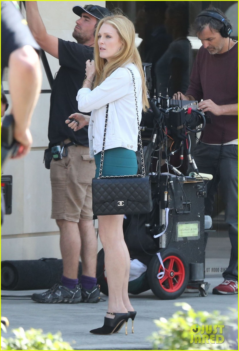 robert pattinson suits up for maps to the stars with julianne moore 022932858