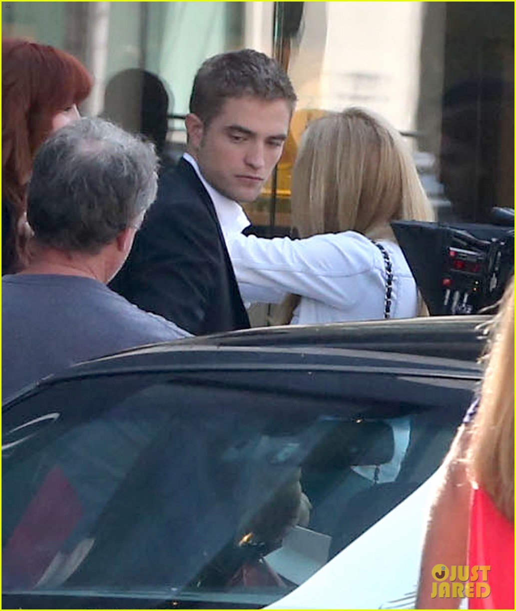 robert pattinson suits up for maps to the stars with julianne moore 062932862