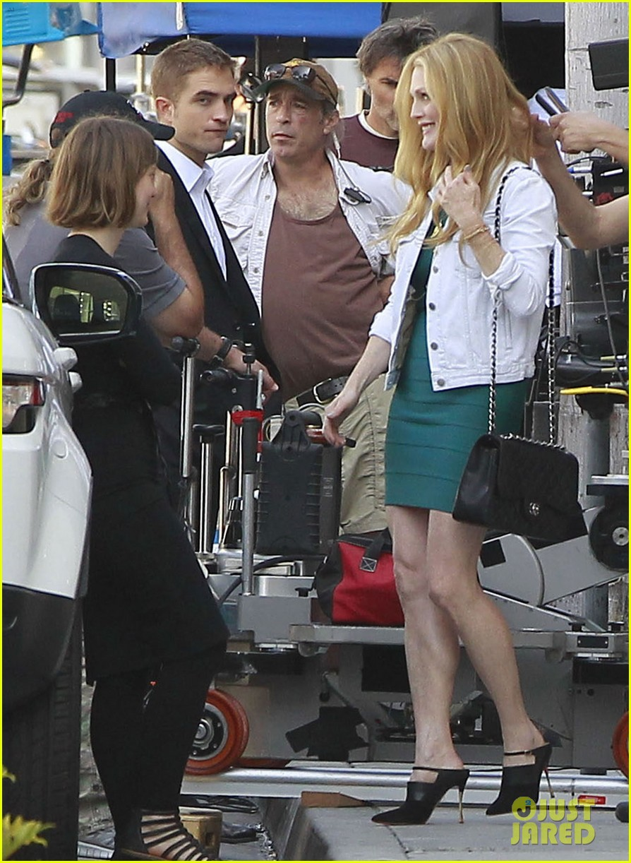 robert pattinson suits up for maps to the stars with julianne moore 132932869