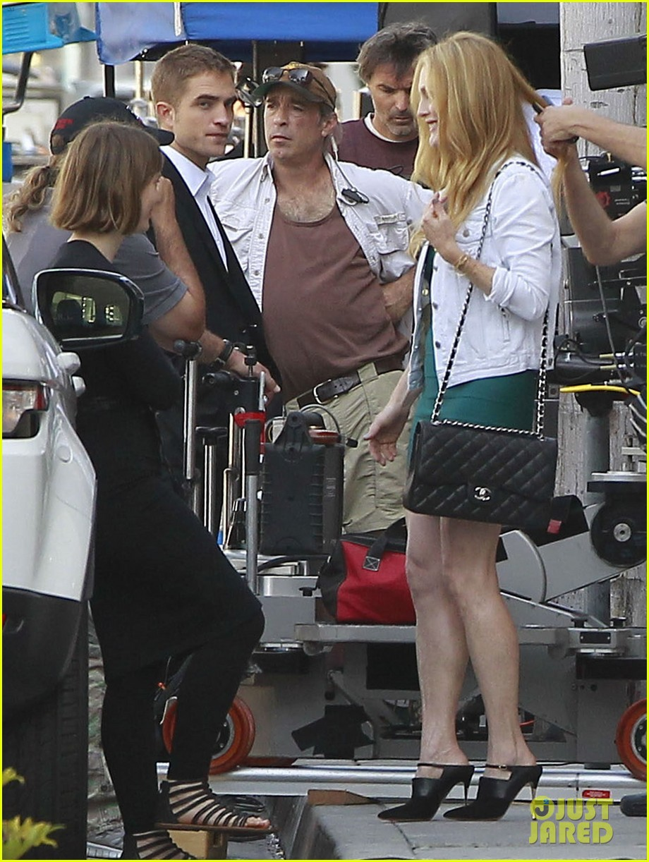 robert pattinson suits up for maps to the stars with julianne moore 152932871