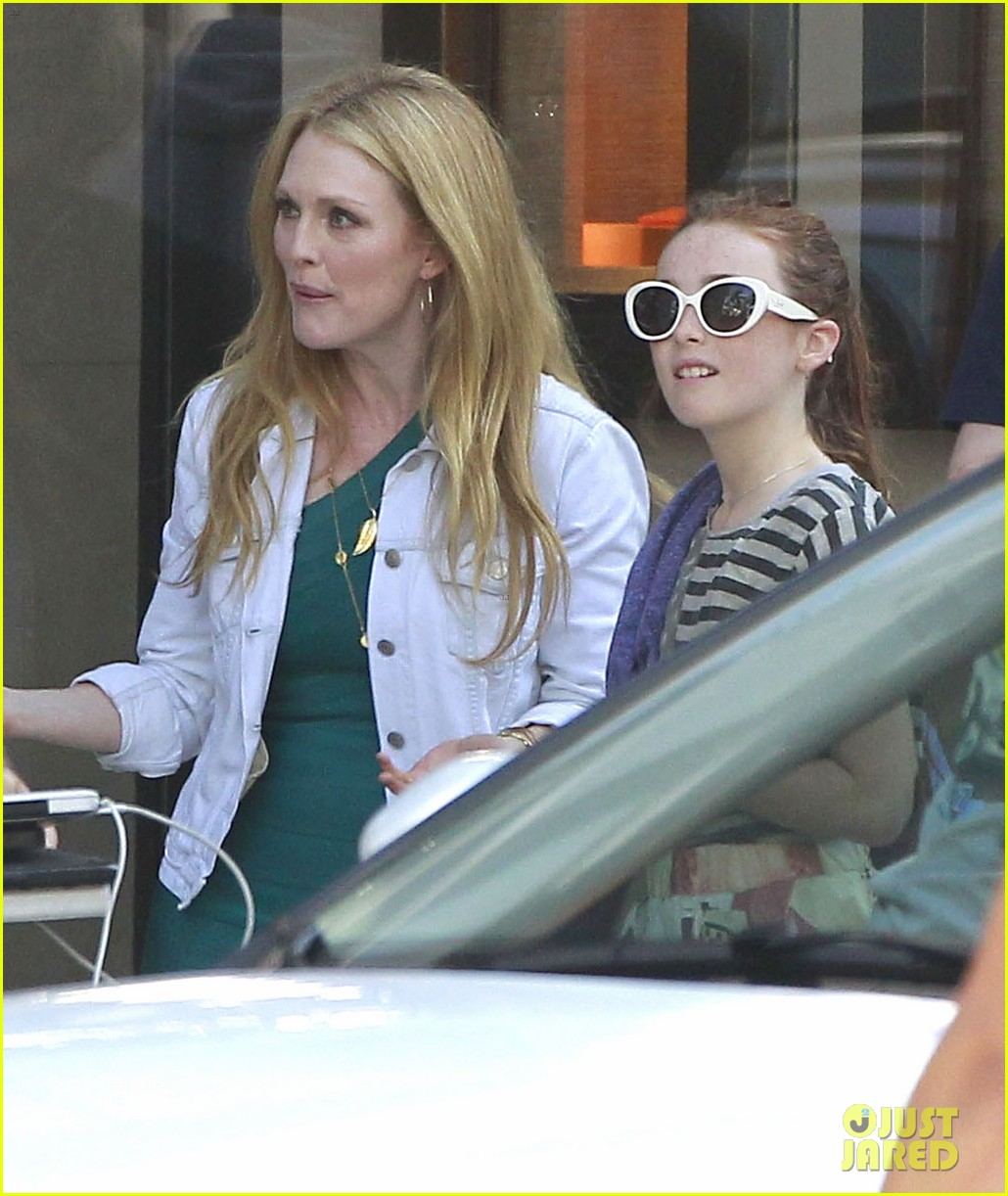 robert pattinson suits up for maps to the stars with julianne moore 252932881