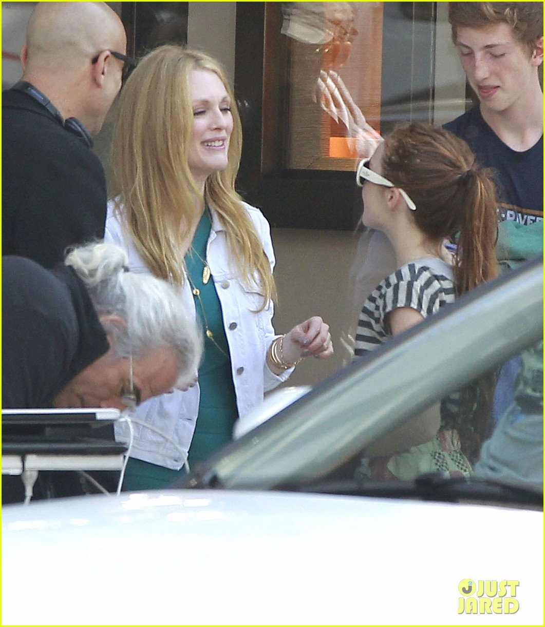 robert pattinson suits up for maps to the stars with julianne moore 272932883