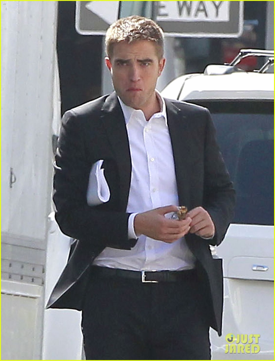 robert pattinson suits up for maps to the stars with julianne moore 282932884