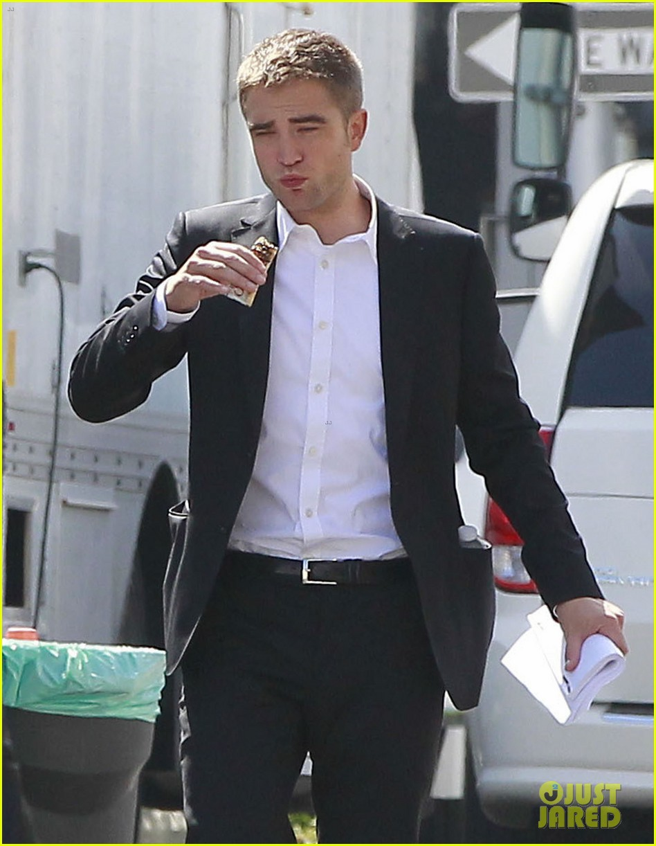robert pattinson suits up for maps to the stars with julianne moore 302932886