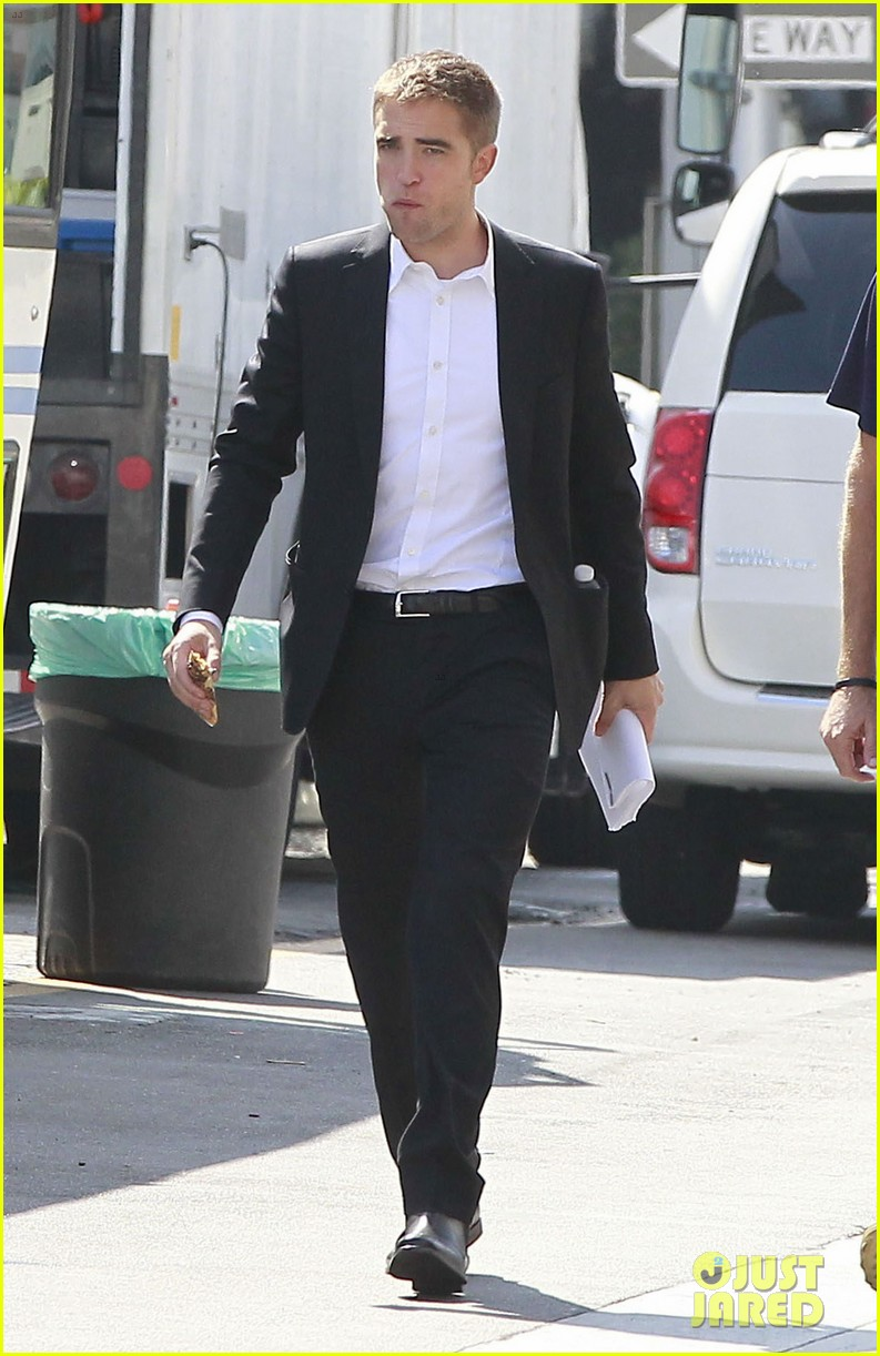 robert pattinson suits up for maps to the stars with julianne moore 322932888