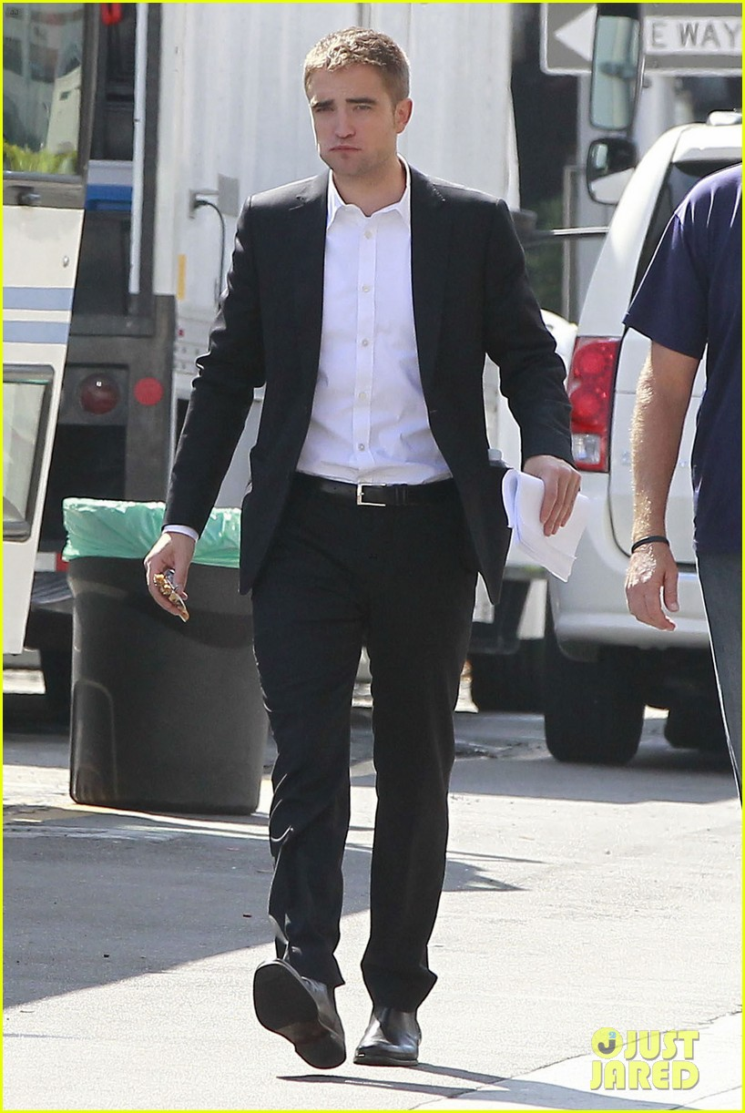robert pattinson suits up for maps to the stars with julianne moore 332932889