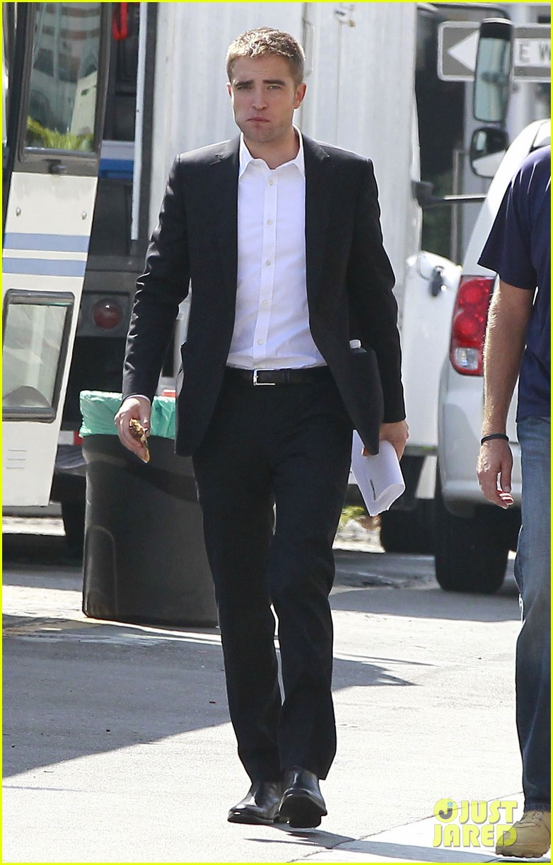 robert pattinson suits up for maps to the stars with julianne moore 342932890