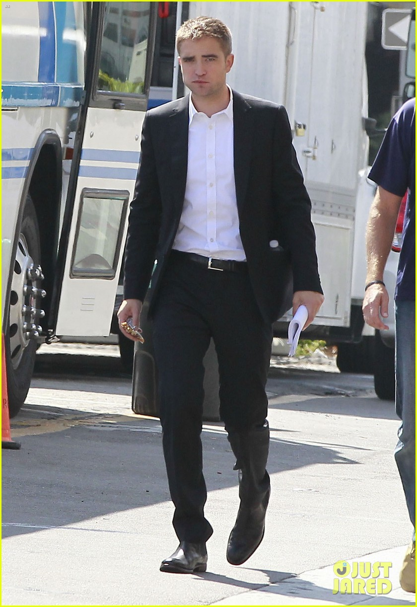 robert pattinson suits up for maps to the stars with julianne moore 362932892