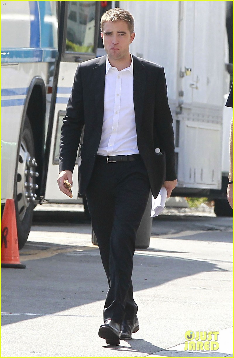 robert pattinson suits up for maps to the stars with julianne moore 372932893
