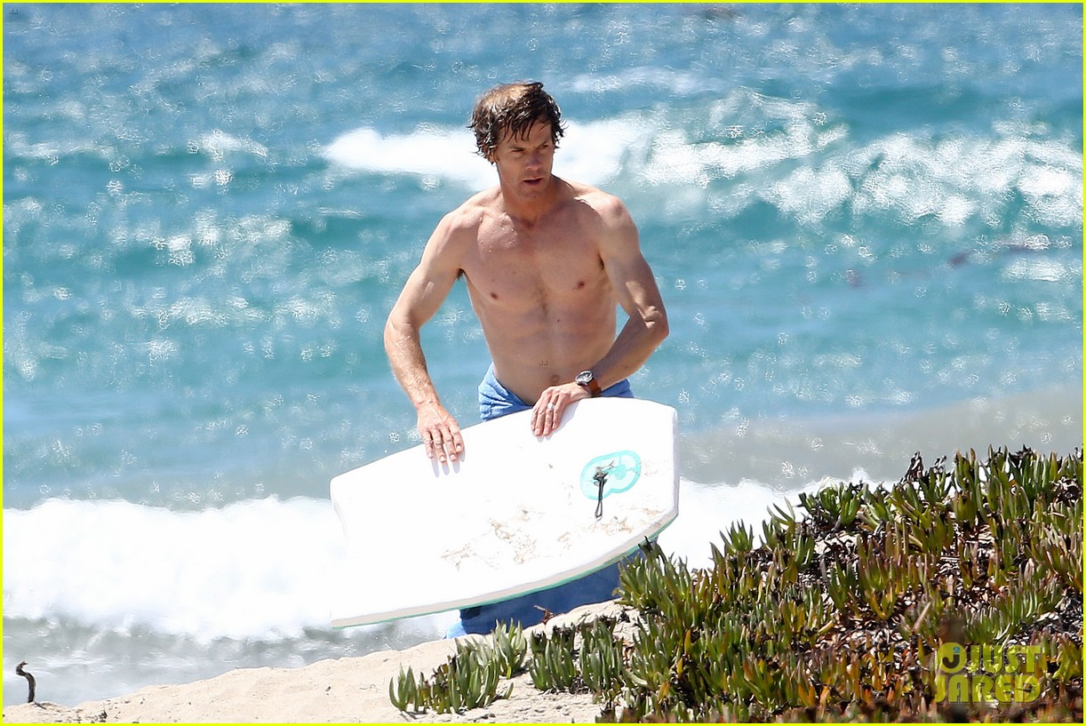julia roberts family beach day with shirtless danny moder 022934991
