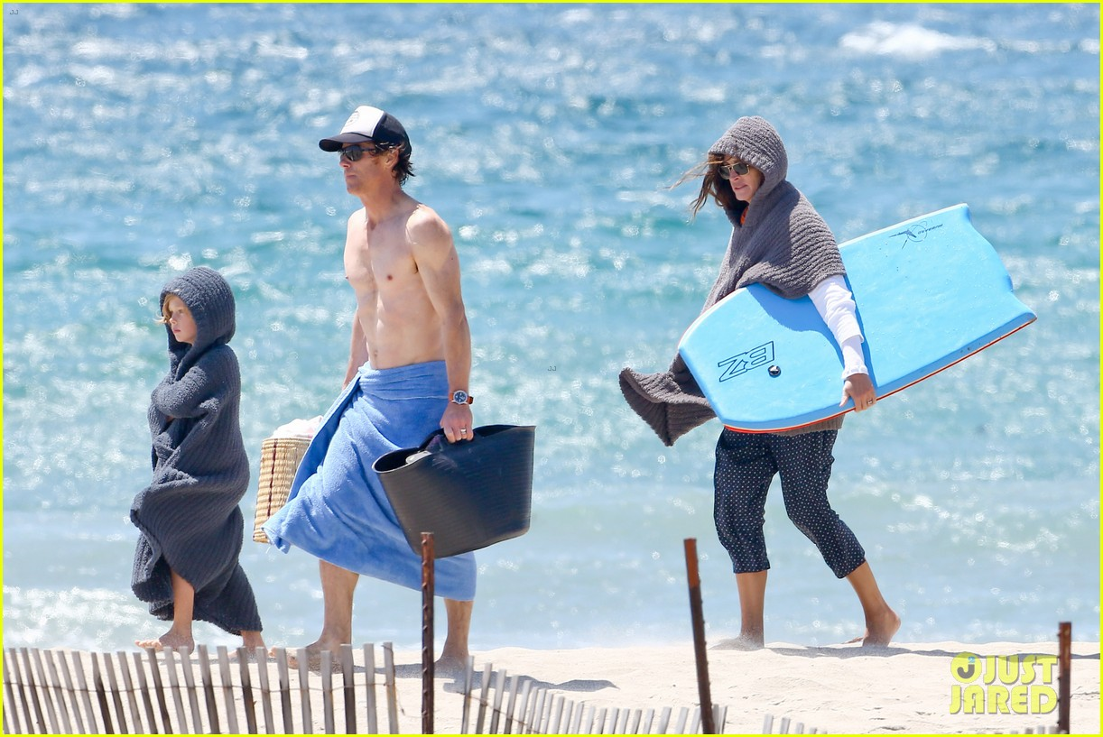 julia roberts family beach day with shirtless danny moder 062934995