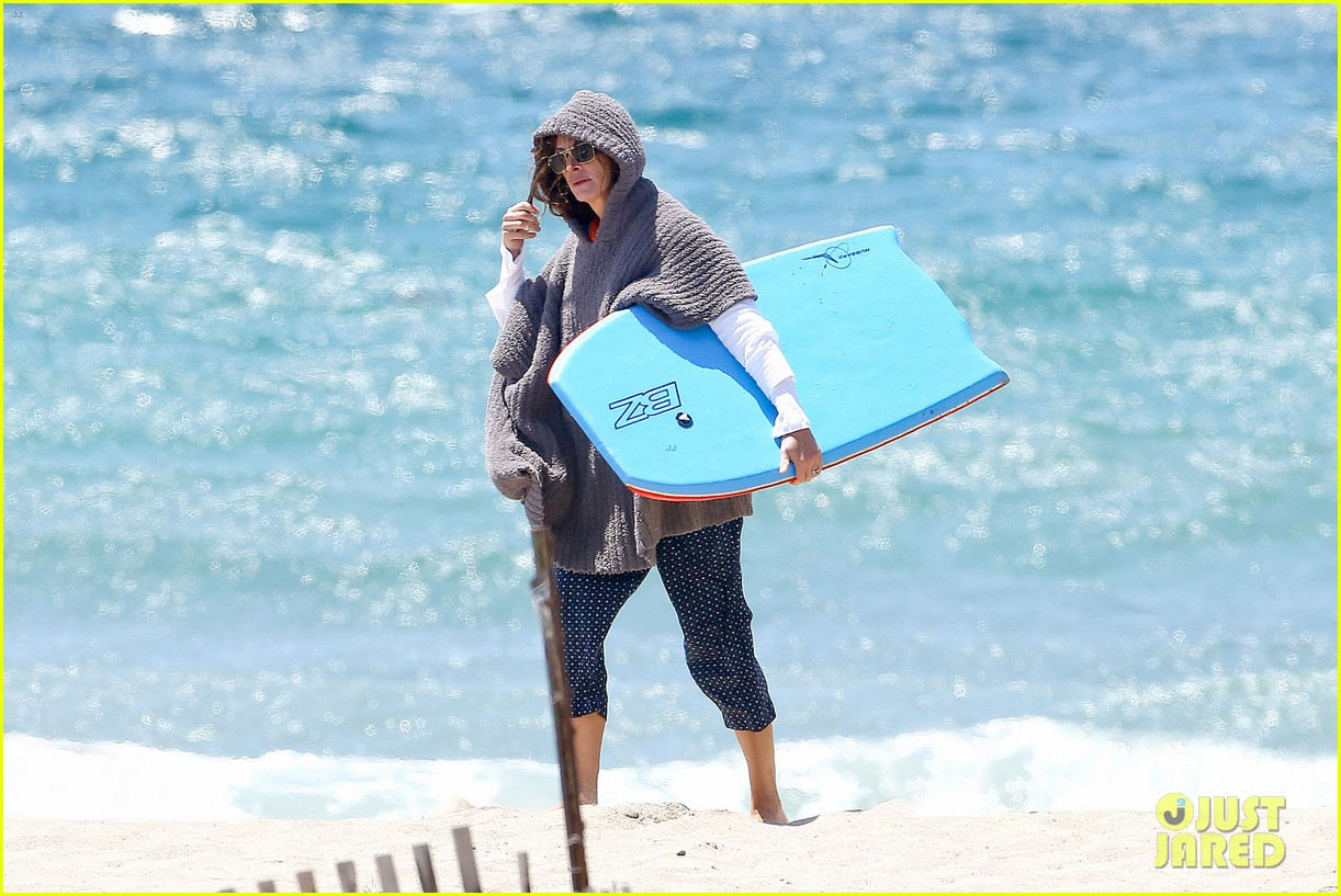 julia roberts family beach day with shirtless danny moder 072934996