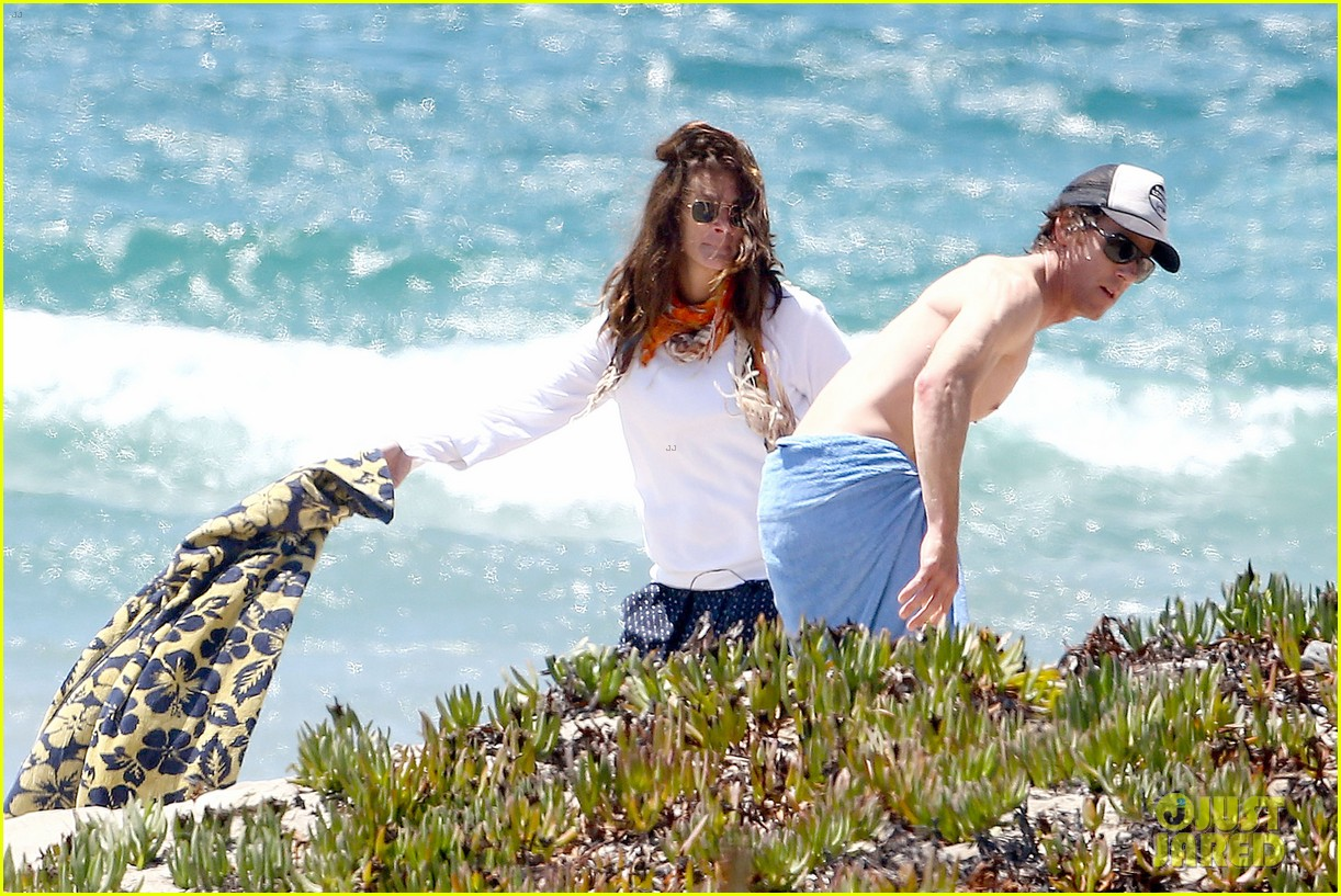 julia roberts family beach day with shirtless danny moder 112935000