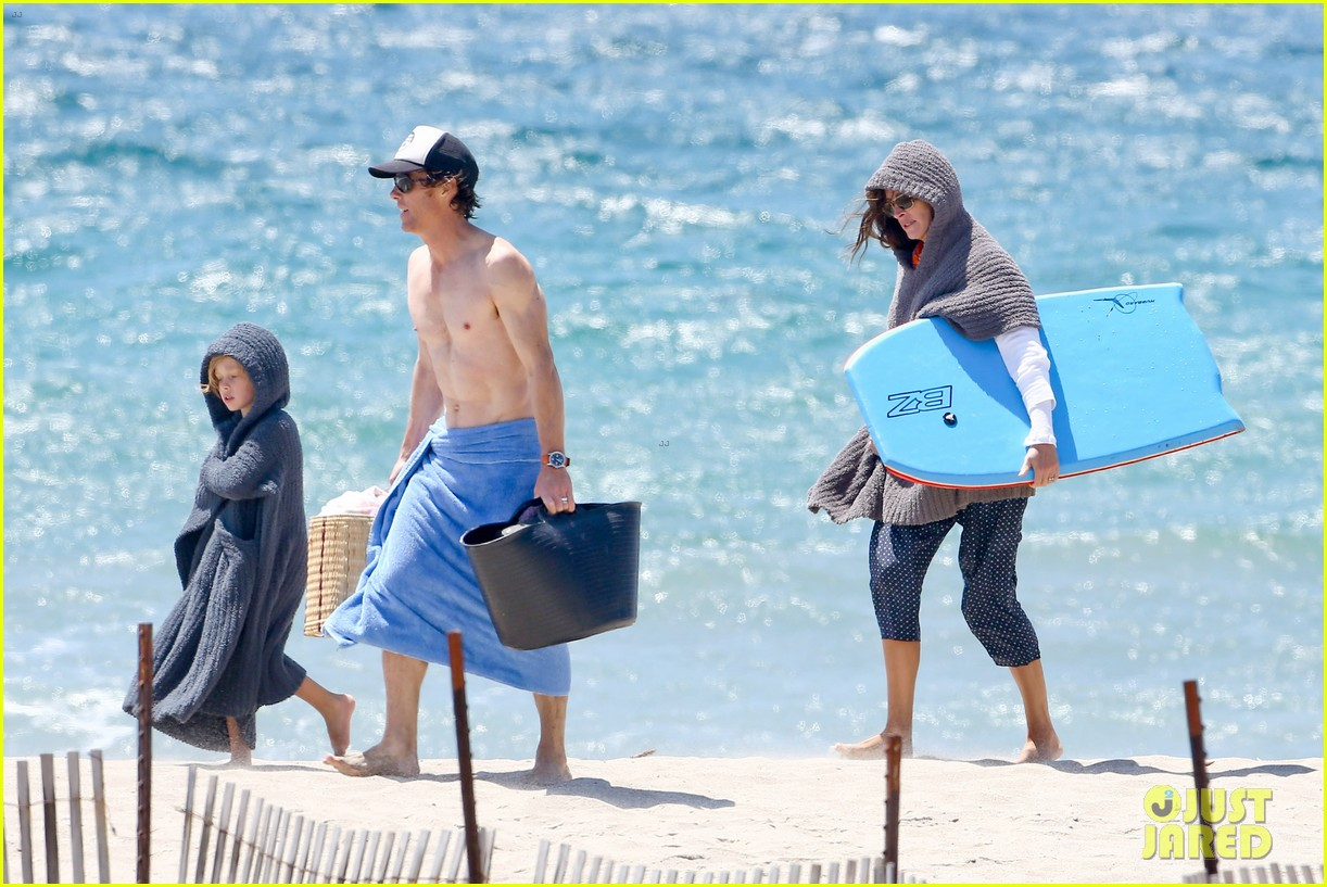 julia roberts family beach day with shirtless danny moder 182935007