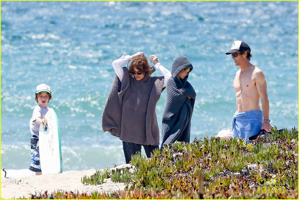 julia roberts family beach day with shirtless danny moder 202935009