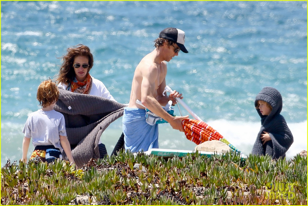 julia roberts family beach day with shirtless danny moder 222935011