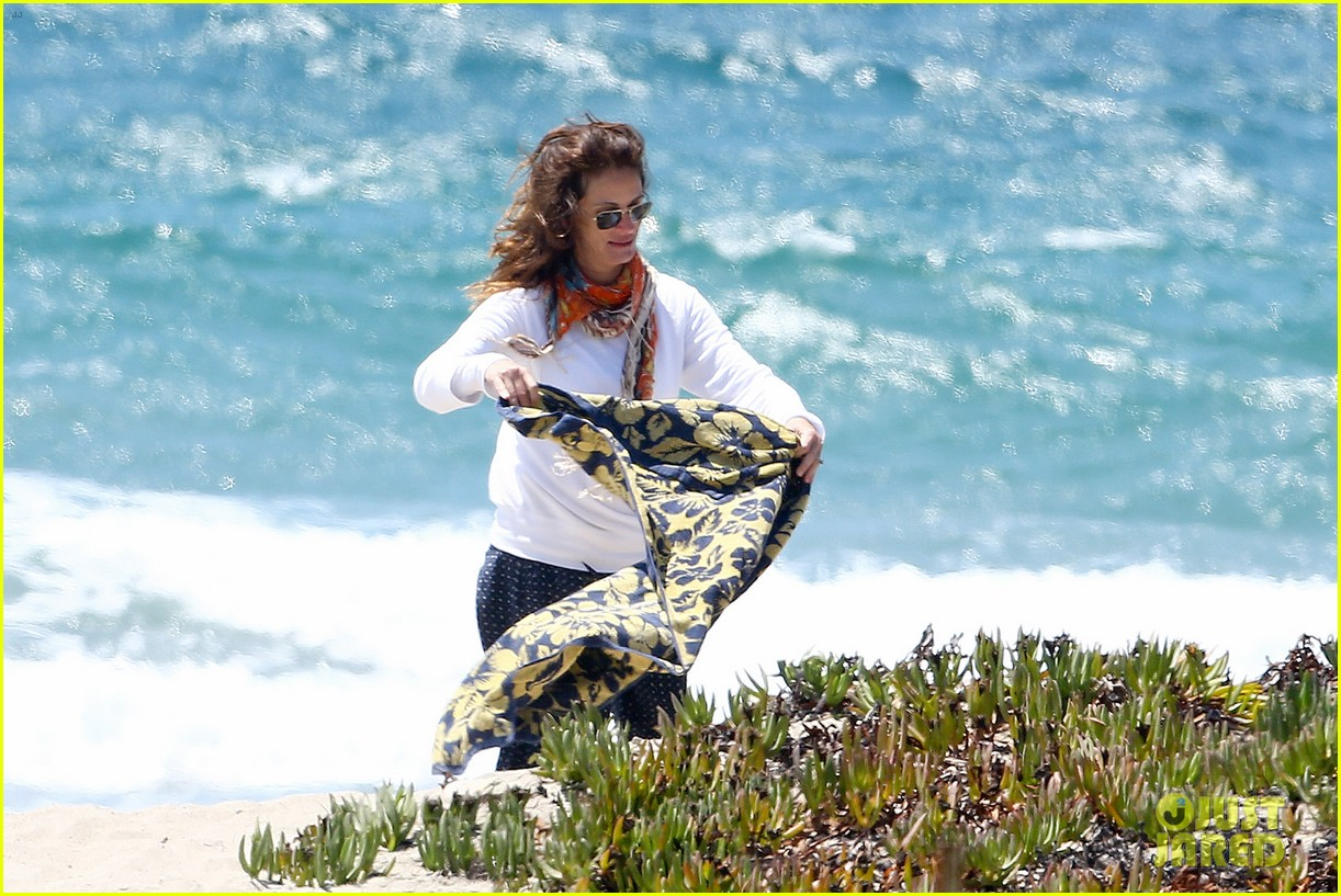 julia roberts family beach day with shirtless danny moder 262935015