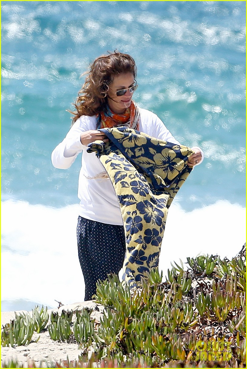 julia roberts family beach day with shirtless danny moder 312935020