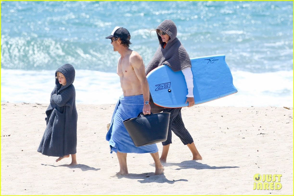 julia roberts family beach day with shirtless danny moder 332935022