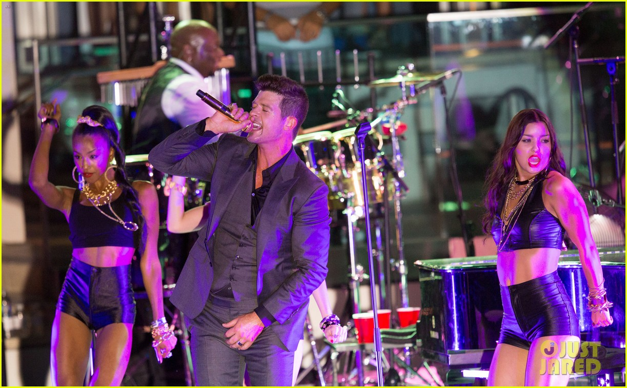 robin thicke files lawsuit to protect blurred lines 092932777
