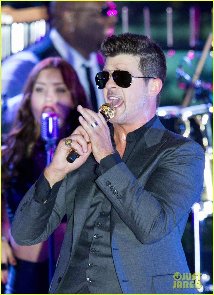 robin thicke files lawsuit to protect blurred lines 112932779