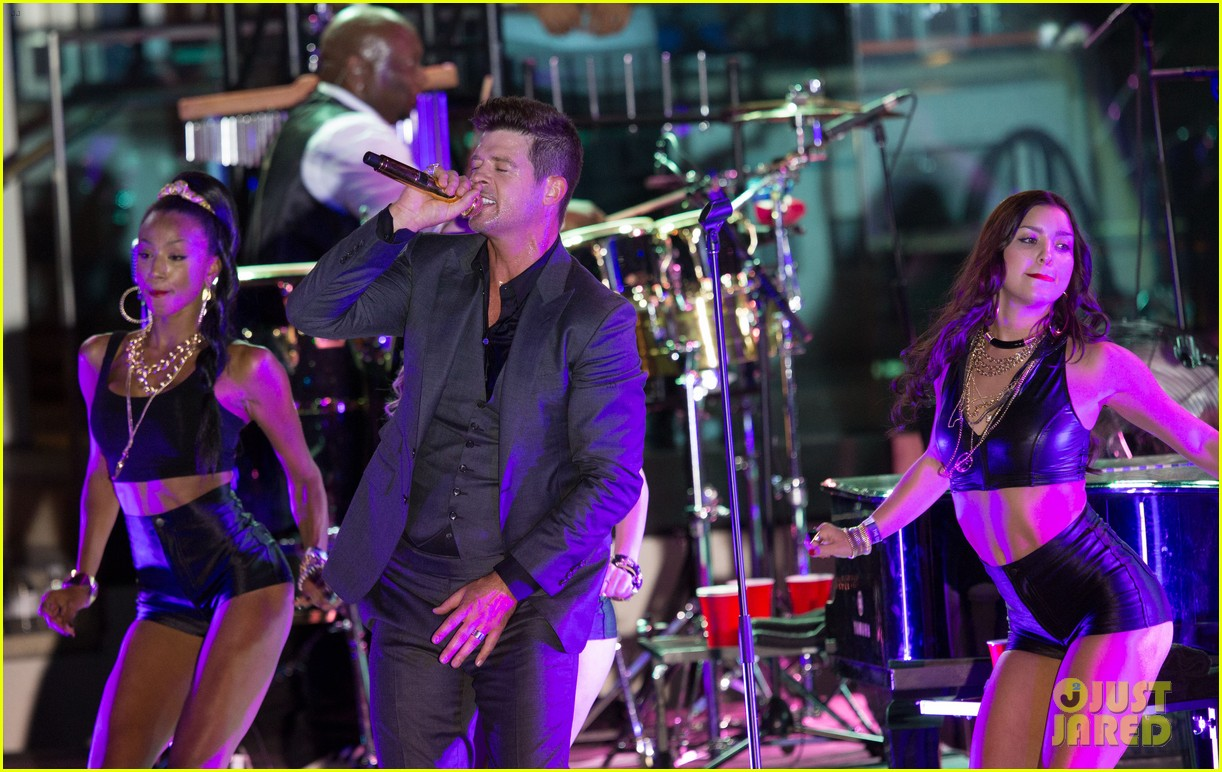 robin thicke files lawsuit to protect blurred lines 122932780