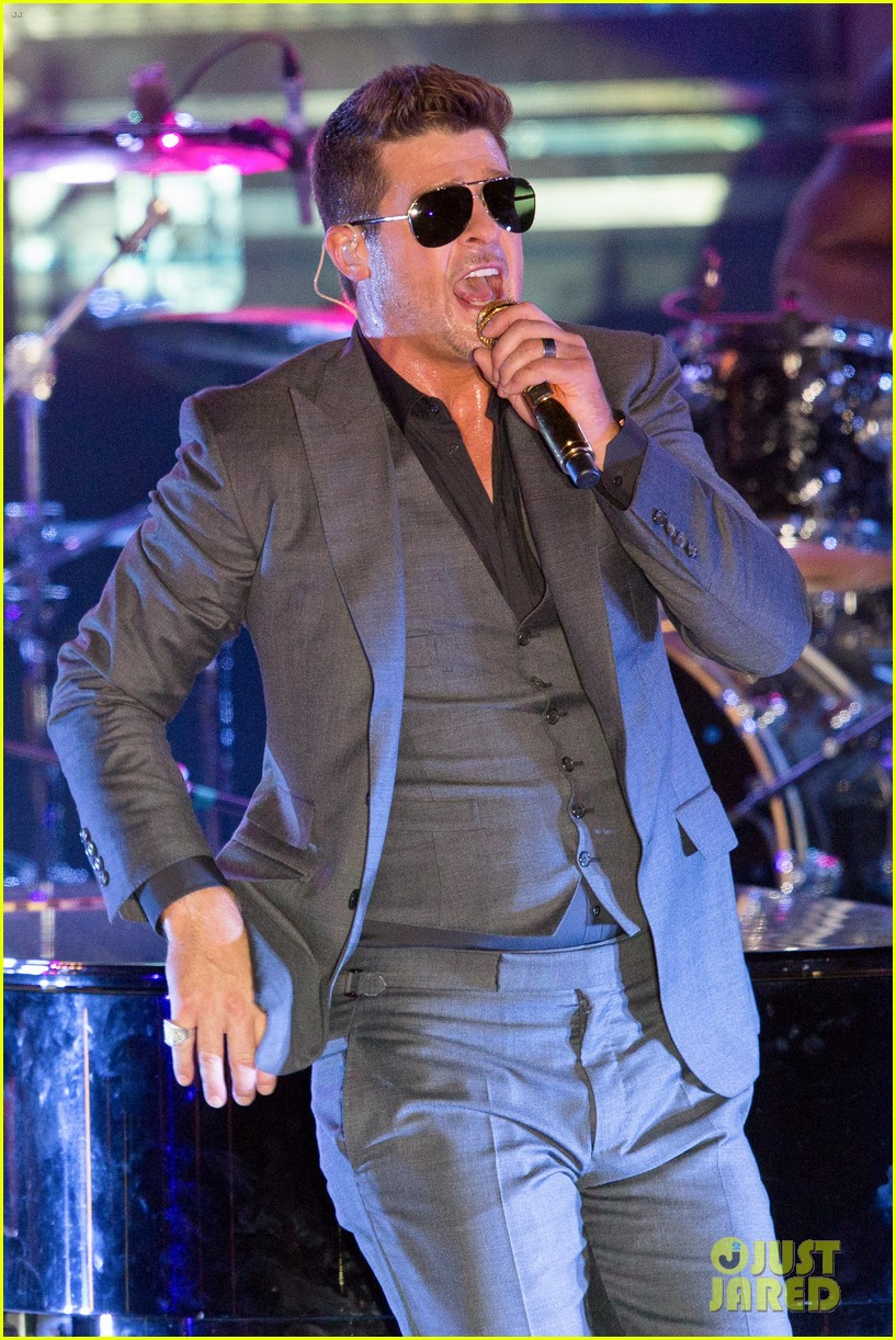robin thicke files lawsuit to protect blurred lines 222932790